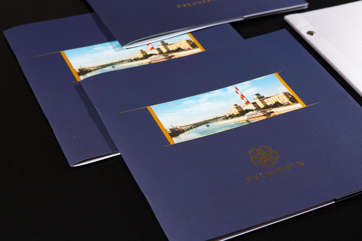 обложка брошюры с выборочным лаком и ламинатом