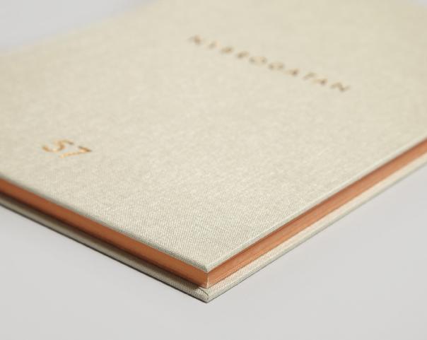 Необычные брошюры в футлярах